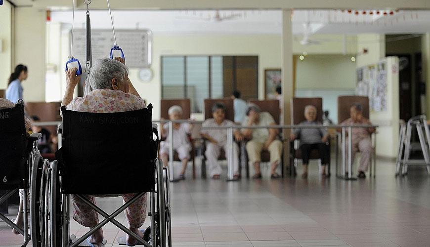résident délaissé dans une maison de retraite à Paris